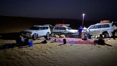 مغامرون سعوديون يقفون على موقع مضرب النيزك في الربع الخالي_صحيفة الديرة نيوز